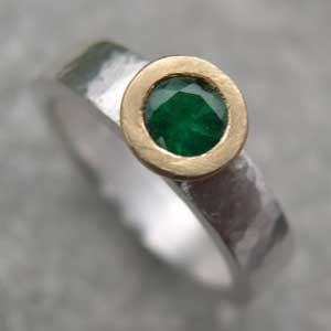 Emerald engagement band with an 18ct setting